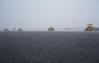 Wetterumschwung beim Asphaltieren am 3.11.2006